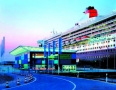 Queen Mary 2 am Hamburg Cruise Center